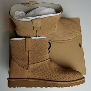 NIB UGG Unlined Classic Mini Perf Tan 7 Boots
